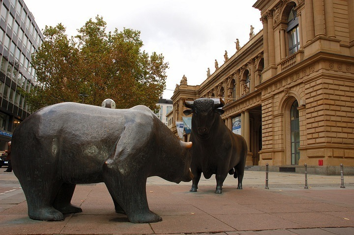 Frankfurter Börse mit Bulle und Bär